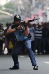 tondo-cop-shot-gang-member